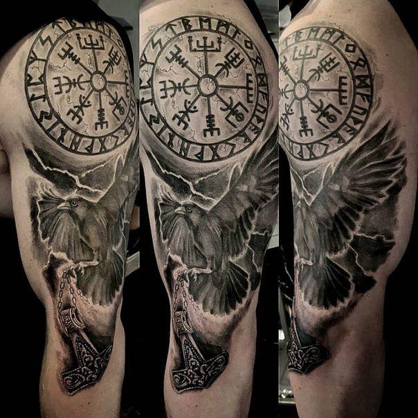 Татуировка с руническим компасом Венгезир, что значит и кому подходит