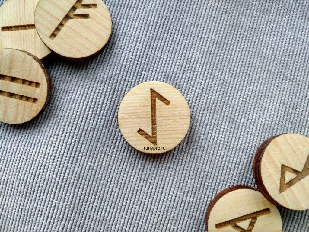Значение руны Эйваз, толкование в гадании и сочетания с другими символами