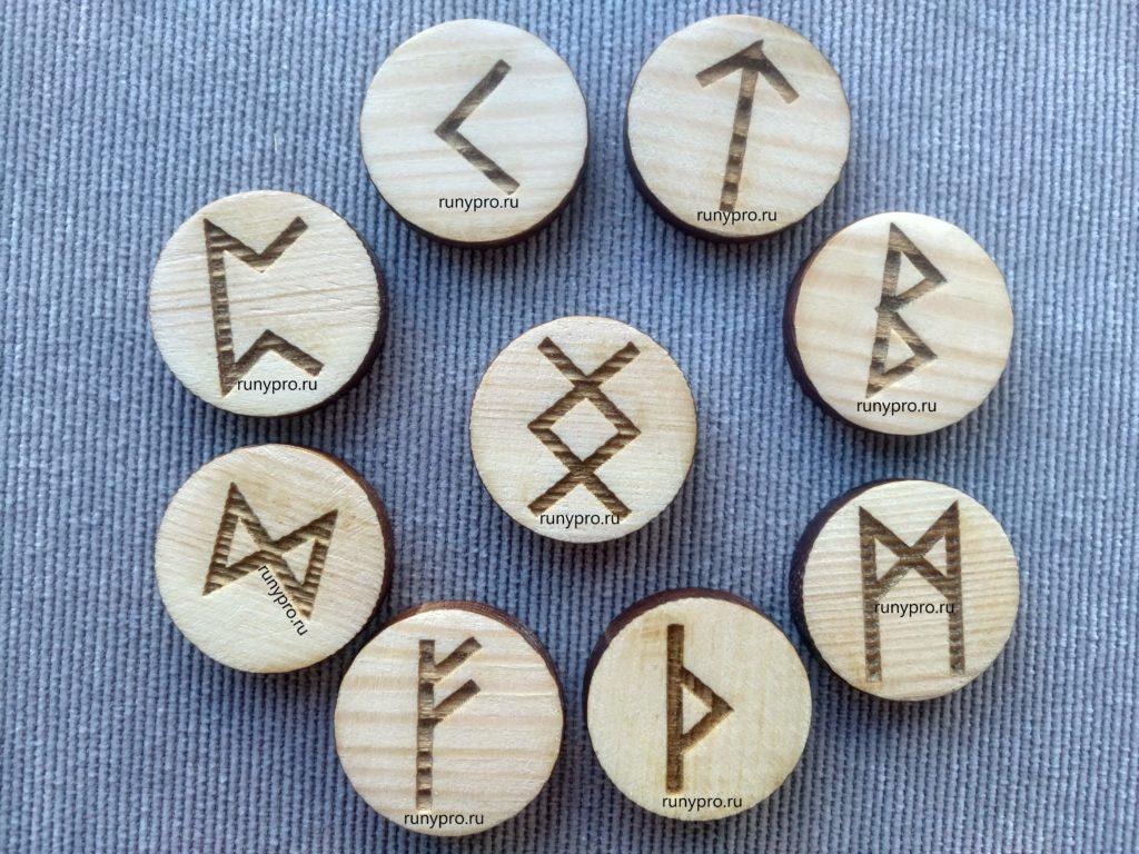 Сочетание руны ингуз с дагаз, феху и другими магическими знаками