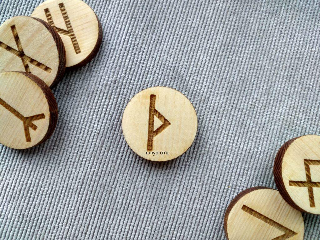 Значение рунического знака Турисаз, описание и толкование в гадании и магии